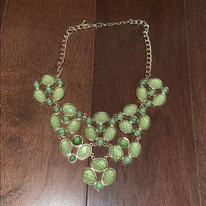 Jewelry - Apple green and gold bib necklace - think SPRING